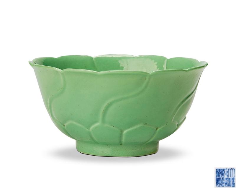 清乾隆 秋葵绿釉莲瓣纹碗