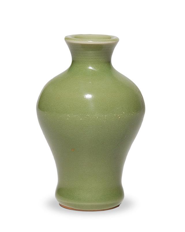 明 龙泉窑小梅瓶