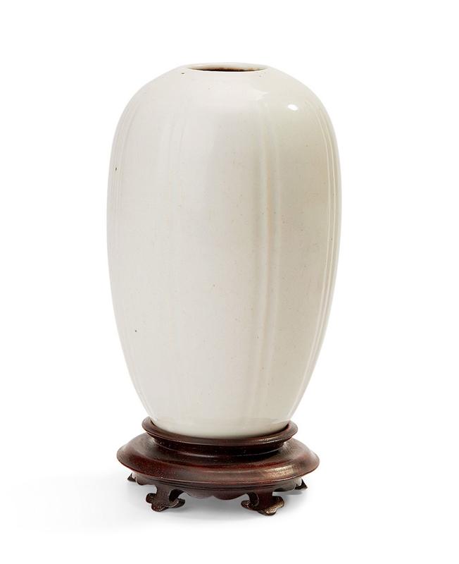 清中期 白釉线条罐