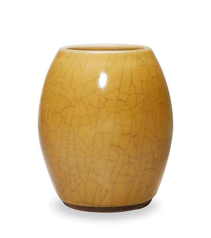 清乾隆 米黄釉鼓式罐