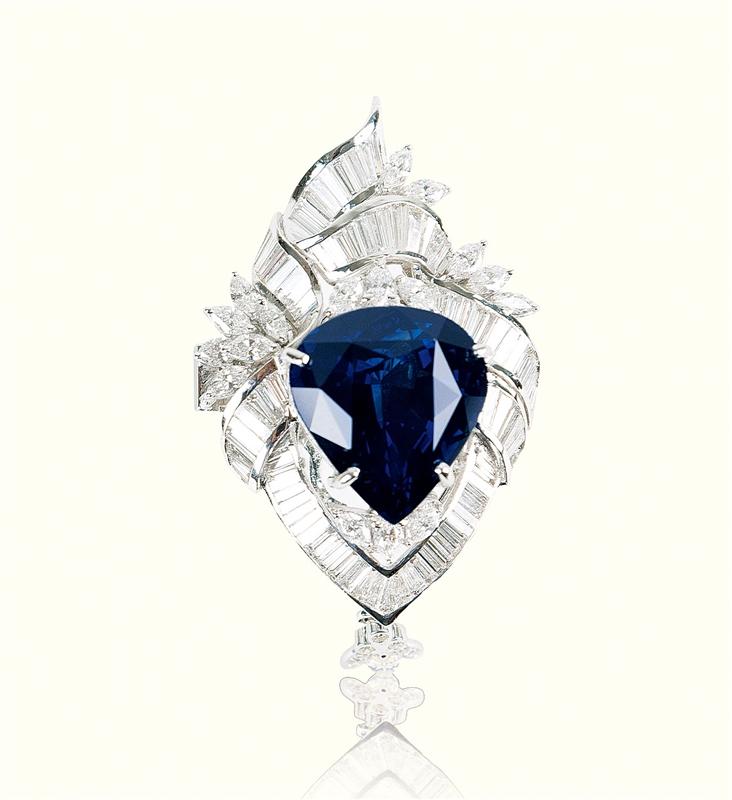 蓝宝石胸针