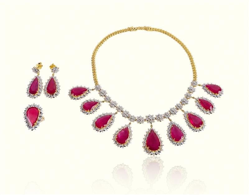 红宝石项链、戒子、耳环
